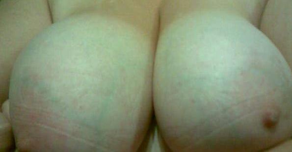 sug på mina mjölkfyllda bröst